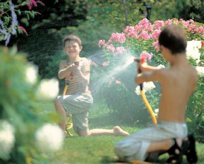 Gardena bietet moderne Bewässerungsanlagen für jede Gartengröße. Die Firma Gartenwicht in Merching ist zertifizierter Gardena Partner. Wir installieren Ihre Bewässerungsanlage in Ihrem Garten in Mammendorf und München (Pasing, Sending, Brunnthal, Olching)