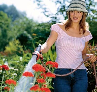 Als langjähriger Gardena Partner sind wir Ihr erster Ansprechpartner für automatisierte Gartenanlagen. Frank Westermaier ist Ihr Gärtner. Der Gartenwicht plannt und erstellt Ihre Außenanlage in Maisach, Mammendorf und Augsburg